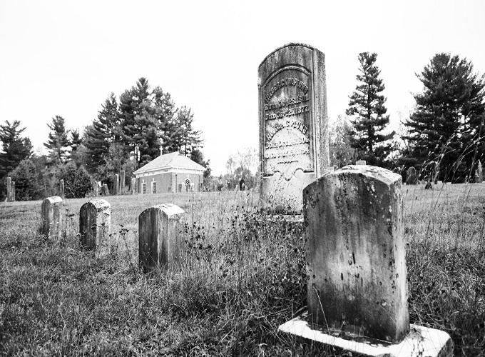 mơ thấy 2 ngôi mộ đánh con gì ?
