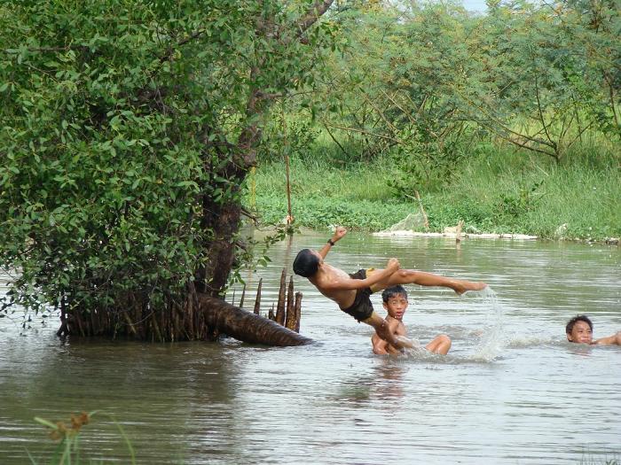 mơ thấy tắm sông
